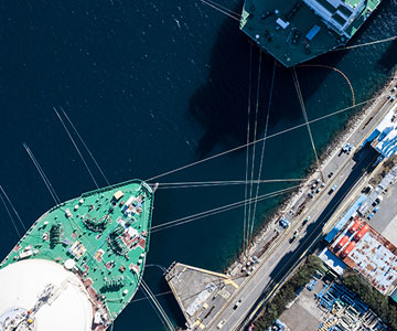 Cargo ship in harbor. Global client advisories | C.H. Robinson